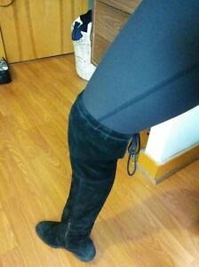 Real Suede Over-the-knee Black Boots - Excellent Condition Kitchener / Waterloo Kitchener Area image 3
