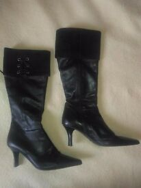 Clarks Leather Boots Size UK-7