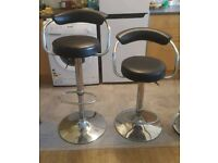 Pair of bar stools with swivel and gas lifting