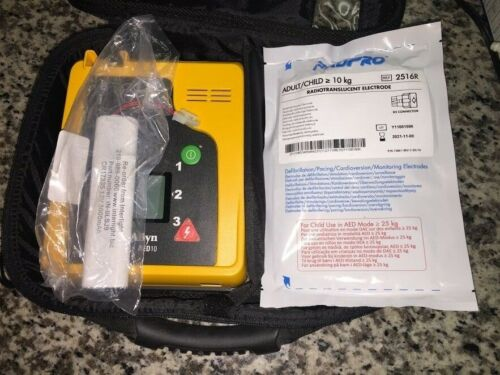 Welch Allyn AED 10 with Case Brand NEW Battery and Brand NEW Pads EXP 9/25/2022