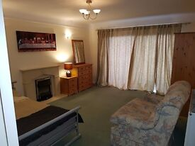 DOUBLE ROOM: SOUTHBOURNE:BELLE VUE RD:SEA VIEWS: ALL INCLUSIVE: AVAILABLE NOW