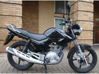 2011 Yamaha YBR 125, black, virtually unridden - plus lock & other accessories! Great starter bike.