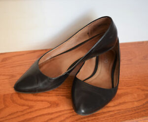 "Aldo Women's Black Leather Flats (size 38 or ""8"")"