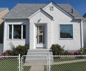 ROOMY 3 LEVEL Home for Sale! North Winnipeg House! Beautiful!