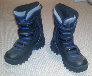 Like new Superfit Men's winter boots size EUR 43/9.5 US Traction