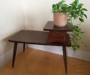 SIDE TABLE SMALL IN VERY GOOD CONDITION