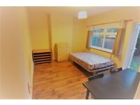 Large double room,with garden, zone 3, all bills included,parking available