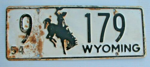 """1954 WYOMING AUTO LOW NUMBER LICENSE PLATE  """" 9  179 """" WY 54  BUCKING BRONCO"""