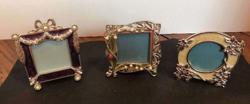 set of three small Enameled picture frames, decorated with Pearls/small delights