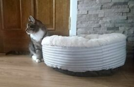 Bed for cat or small dog. Perfect condition. Collection from Willenhal