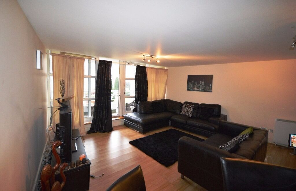 **DIRECT VIEW OF THE 02 ARENA**DON'T MISS OUT - RIVERSIDE TWO DOUBLE- RIVER-VIEW- BALCONY E14