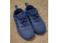 Blue Adidas trainers child size 7.5 (24)