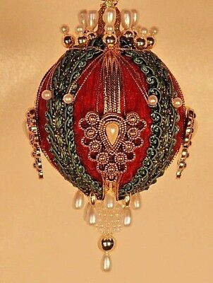 - Victorian Style Christmas Tree Ornaments -