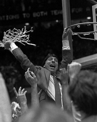 - 1983 NC State Wolfpack NCAA CHAMPIONS Glossy 8x10 Photo JIMMY VALVANO Print