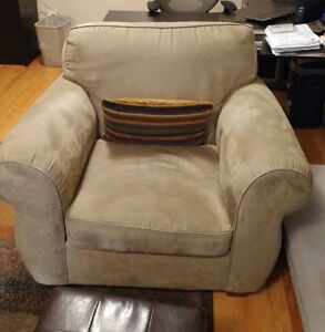 Beautiful Micro Fibre Couch and Chair set Lovely condition