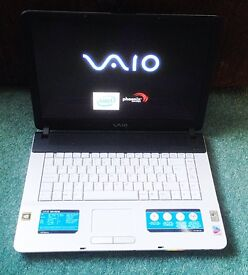 Sony Vaio VGN-FS415S laptop and case. Tip-top condition.