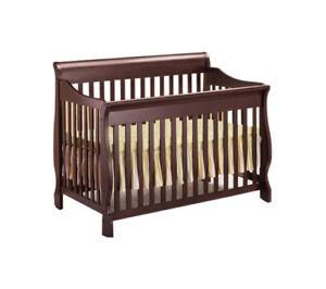 Lit d'enfant style traîneau / Sleigh style crib in solid wood