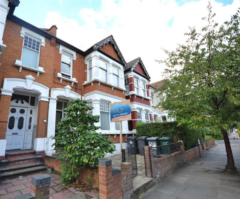 1 bedroom flat in Princes Avenue, Finchley Central, N3