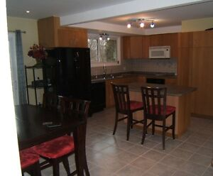 $1195 Upstairs 2 Bed Apart in a Detached Home Available Nov 1st