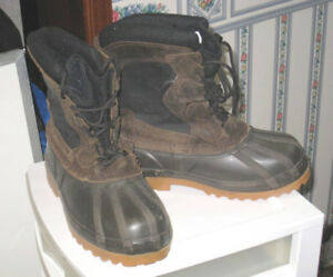 Slightly used Waterproof Cold Weather Snow Boots, size 6