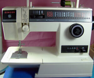 SINGER 4622-22 PATTERNS + BUTTONHOLE SEWING MACHINE