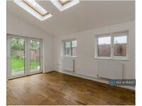 3 bedroom flat in Farnley Road, London, SE25 (3 bed) (#1184327)