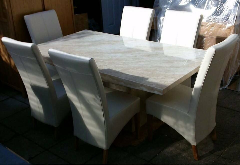 BEAUTIFUL CREMA MARBLE DINING TABLE 6 WHITE LEATHER CHAIRS In Notting