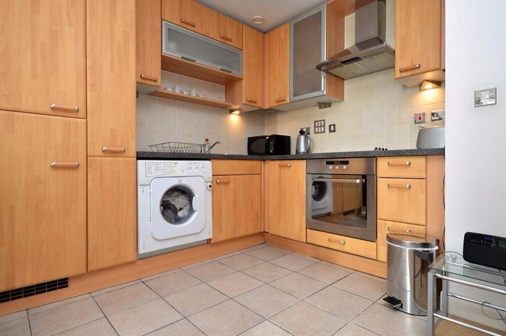 Spacious 1 bedroom flat in Western Gateway