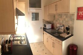 Double Bedroom in a Professional House Share - Horfield