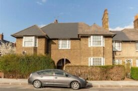 Spacious 2 bed house located close to East Acton Station & shops