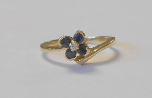 Lovely Blue Sapphire Flower Diamond Center Ladies 14K Yellow Gold Ring Size 7.5