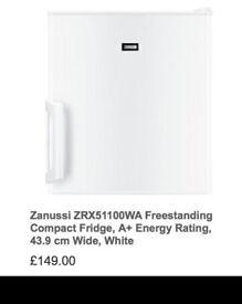 Zanussi mini fridge - good as NEW! (less than 6 months of use) Freestanding, 43.9cm wide