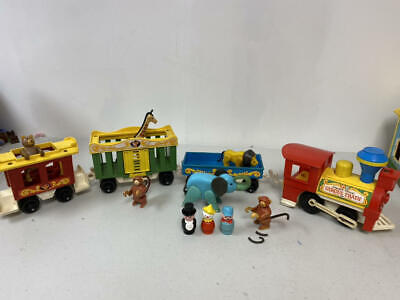 VINTAGE FISHER PRICE CIRCUS TRAIN WITH ANIMALS, RINGMASTER, CLOWN, ENGINEER