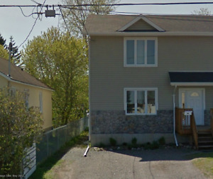 Large House For Rent. Very Close To Lakehead University