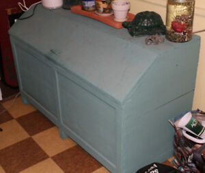 Commode pine wood quebecois hutch sideboard $25 TODAY PICK UP