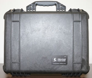 PELICAN 1520 CASE WITH PADDED DIVIDERS (BLACK)