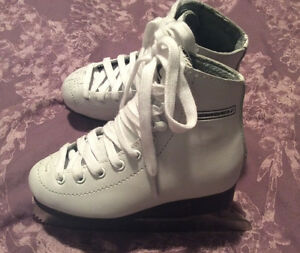 Excellent condition like new girl's size10 Winnwell skates
