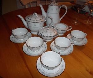 Pour connaisseurs..ZYLSTRA fine porcelaine façonné main d'orient