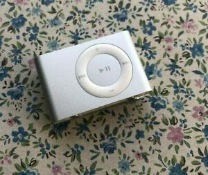 Apple iPod   Shuffle • Silver