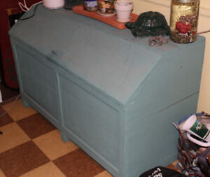 Commode pine wood quebecois farmer storage table 55 x 25 x 33 H