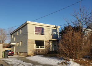 Bright, Spacious & Renovated 3 Bedroom Flat Central Dartmouth!