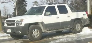 2003 Chevrolet Avalanche and Yukon XL part out.
