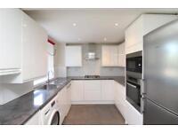 3 bedroom flat in The Fountains, Ballards Lane, London, N3