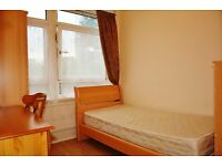 Very close to stations and supermarket, nice single room in Canary wharf area