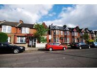 2 bedroom flat in Woodlands Park Road, Harringay
