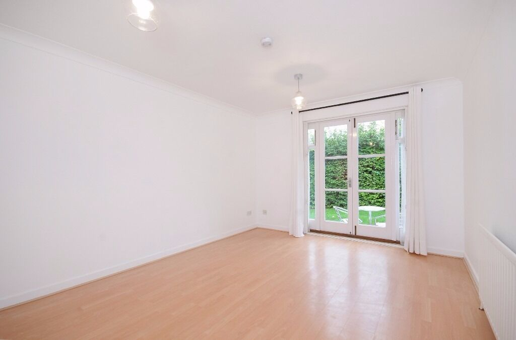 1 double bedroom, ground floor, garden flat, parking, West London, Acton, 1,400 pcm, furnished