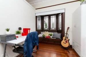 Window Bae Room For Rent In Kelvin Grove!
