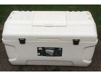 Igloo Maxcold large 165 quart 156 Ltr 280 can cool box.