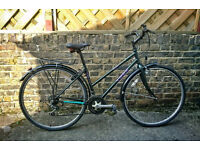 Lovely 'Trek' womens hybrid bicycle/ bike. Serviced and all ready to ride
