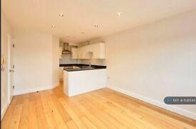 1 bedroom flat in High Street, Hampton Wick, Kingston Upon Thames, KT1 (1 bed) (#1138544)